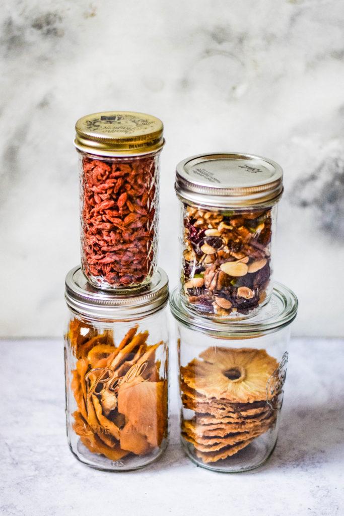 Trockenobst und Nüsse als Snack
